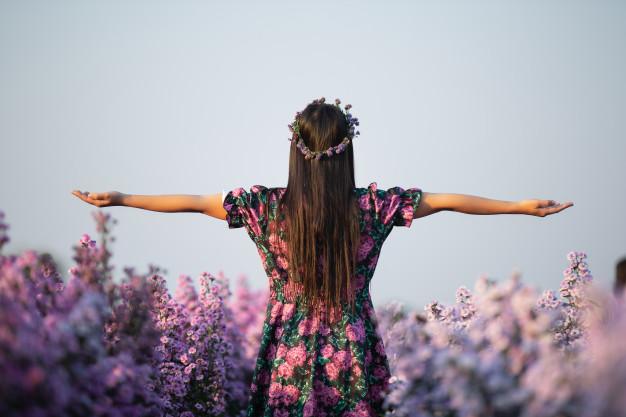10 อันดับ เสื้อผ้าลายดอก สไตล์ floral  ยี่ห้อไหนดี ดีไซน์สวย ไม่ตกเทรนด์